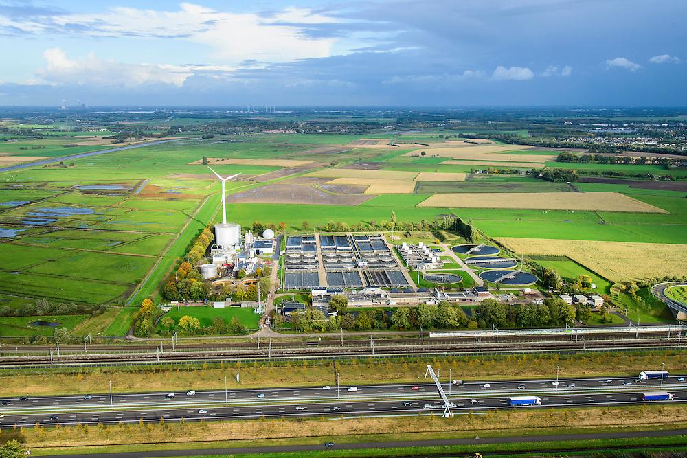 Nederland, Noord-Brabant, Gemeente Moerdijk, 23-10-2013; Infrabundel, combinatie van autosnelweg A16 gebundeld met de spoorlijn van de HSL en de reguliere spoorlijn Dordrecht-Breda. Rioolwaterzuiveringsinstallatie rwzi Nieuwveer.<br /> Combination of motorway A16, the HST railroad and regular railroad, Brabant (southern Netherlands). Sewage treatment plant.<br /> luchtfoto (toeslag op standard tarieven);<br /> aerial photo (additional fee required);<br /> copyright foto/photo Siebe Swart