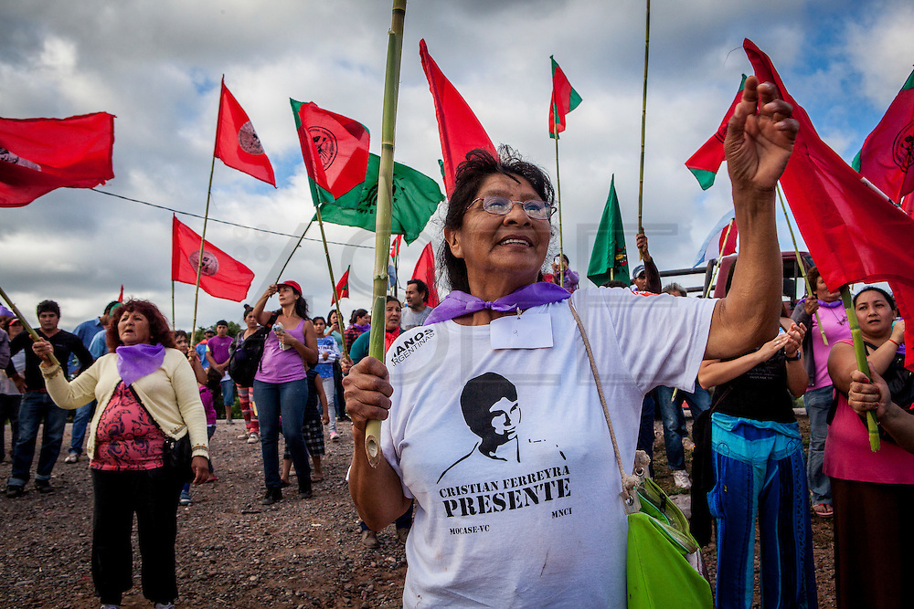 2014/11/25 – Monte Quemado, Argentina: A member of the National Movement of Indigenous Farmers (MOCASE), protests outside the court during the trial regarding the assassination of one on the Movement members, Cristian Ferreira. MOCASE fights against the rights of indigenous people and non occupation of forest by soy producers. Cristian Ferreira was assassinated on the 16th of November 2011. Businessman Jorge Ciccioli, accused of being the mastermind of the assassination was at the end absolved of any crime, while his keeper, Javier Juárez, who pressed the trigger was sentanced to 10 years in prison. (Eduardo Leal)