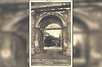 Stari Zagreb, Poništeni portal u predvorju katedrale 1906. = Das alte Zagreb, Das niedegerissene Portal zum Vorplatz der Kathedrale 1906. = / L'ancien Zagreb, Le portail démoli au parvis de la cathédrale 1906.<br /> <br /> ImpresumZagreb : S. Marković, 1927.<br /> Materijalni opis1 razglednica : tisak ; 13,8 x 8,8 cm.<br /> NakladnikNaklada S. Marković<br /> Mjesto izdavanjaZagreb<br /> Vrstavizualna građa • razglednice<br /> ZbirkaGrafička zbirka NSK • Zbirka razglednica<br /> Formatimage/jpeg<br /> PredmetZagreb –– Kaptol<br /> Bakačeva kula (Zagreb)<br /> SignaturaRZG-KAP-37<br /> Obuhvat(vremenski)20. stoljeće<br /> NapomenaRazglednica nije putovala.<br /> PravaJavno dobro<br /> Identifikatori000955369<br /> NBN.HRNBN: urn:nbn:hr:238:688231 <br /> <br /> Izvor: Digitalne zbirke Nacionalne i sveučilišne knjižnice u Zagrebu