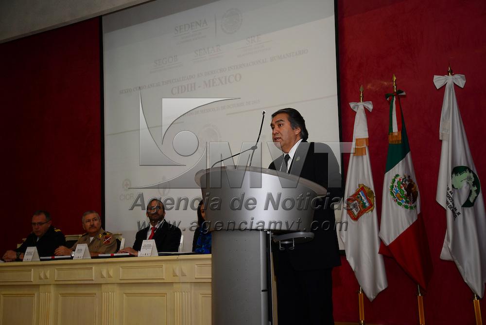 Toluca, Méx.- Baruch Delgado Cargajal, presidente de la Comisión de Derechos Humanos del Estado de México durante el Sexto Curso Anual Especializado en Derecho Internacional Humanitario. Agencia MVT / Crisanta Espinosa
