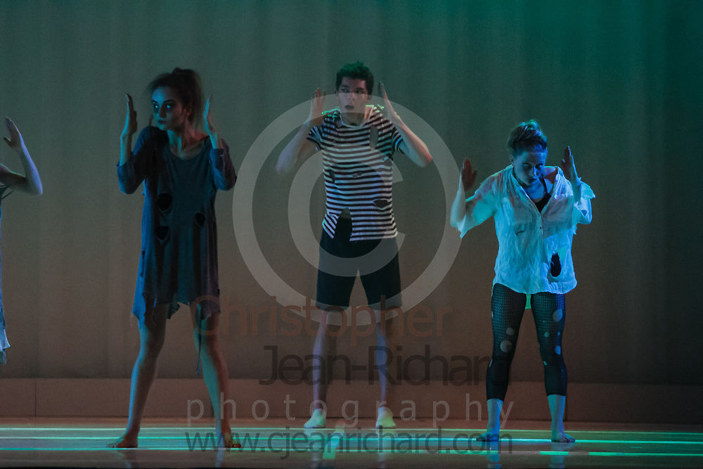 ART: 2017<br /> <br /> Sinister<br /> Choreographie: Robin Lee Smith<br /> Modern III Di/Sa<br /> <br /> Students and Instructors of Atelier Rainbow Tanzkunst (http://www.art-kunst.ch/) perform on the stage of the Schinzenhof for a series of performances in June, 2017.<br /> <br /> Schinzenhof, Alte Landstrasse 24 8810 Horgen Switzerland