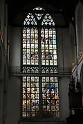De Nieuwe Kerk is een kerkgebouw in Amsterdam. De kerk is gelegen aan de Dam, naast het Paleis op de Dam.De Nieuwe Kerk wordt, sinds soeverein-vorst Willem in 1814 in deze kerk de eed op de grondwet aflegde, ook gebruikt voor de inzegening van koninklijke huwelijken en voor inhuldigingen. De inhuldiging van Koningin Beatrix vond er plaats op 30 april 1980. Op dezelfde datum in 2013 zal de inhuldiging van haar zoon en opvolger Willem-Alexander ook daar plaatsvinden.<br /> <br /> The New Church is a church building in Amsterdam. The church is located on Dam Square, next to the Palace on the Dam.De New Church in this church in 1814, since sovereign-prince Willem laid aside the oath to the Constitution, also used for the blessing of royal weddings and inaugurations. The inauguration of Queen Beatrix took place on April 30, 1980. On the same date in 2013, the inauguration of her son and heir Willem-Alexander will also take place there.<br /> <br /> Op de foto / On the photo:  Herinneringsraam aan de inhuldiging van koningin Wilhelmina met rechtsonder van rechts naar links Koningin Emma , Willem III , Willem II , Willem I ( allen gekroond in de kerk )<br /> <br /> Reminder Window to the inauguration of Queen Wilhelmina with right from right to left Queen Emma, William, William II, William I (all crowned in the church)