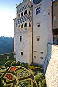 Dolina Prądnika, 2006-10-18. Zamek w Pieskowej Skale, fragment ogrodu zamkowego