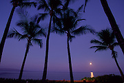 Moonset, Maui, Hawaii, USA<br />