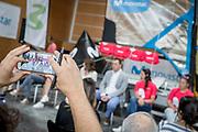 ©María Muiña : Sailingshots.es. Las Regatistas Támara Echegoyen y Berta Betanzos de 49er, Marina Alabau en windsurf y Gisela Pulido con la modalidad de Kitesurf durante la presetación del Reto Campeonas Movistar junto con la madrina del evento Theresa Zabell (a la izq.), Julia Casanueva, presidenta de la Real Federación Española de Vela y Juaquín González Ruíz, director territorial de telefónica en Cantabria.