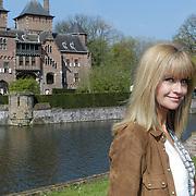NLD/Haarzuilens/20120425 - Opening tentoonstelling Bruidjes van de Haar, Daphne Deckers