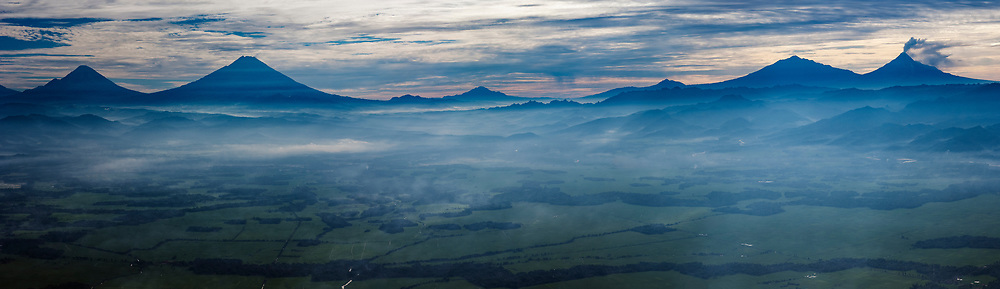 Gunung Sindoro, Sumbing, Merbabu, Merapi, Jawa Tengah, Indonesia.