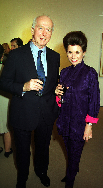 MR PETER & the HON.MRS STANLEY at an exhibition in London on 16th December 1999.MZY 25