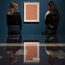 """© Licensed to London News Pictures. 09/10/2018. LONDON, UK. Visitors view """"Red Meander"""", 1954, by Anni Albers. Preview of the UK's first exhibition of works by German artist Anni Albers at Tate Modern who used the ancient art of hand-weaving to produce works of modern art.  Over 350 of her artworks from major collections from Europe and the US are on show 11 October to 27 January 2019.  Photo credit: Stephen Chung/LNP"""