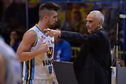 DESCRIZIONE : Cremona Lega A 2015-16 Play Off gara 2 Vanoli Cremona Umana Reyer Venezia <br /> GIOCATORE : Cesare Pancotto<br /> CATEGORIA :  Coach Fair play<br /> SQUADRA : Vanoli Cremona<br /> EVENTO : Campionato Lega A 2015-2016 GARA : Vanoli Cremona vs Umana Reyer Play Off gara 2<br /> DATA : 10/05/2016 <br /> SPORT : Pallacanestro <br /> AUTORE : Agenzia Ciamillo-Castoria/I.Mancini<br /> Galleria : Lega Basket A 2015-2016 Fotonotizia : Cremona Lega A 2015-16 PlayOff Gara 2  Vanoli Cremona Umana Reyer Venezia