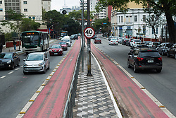 August 6, 2017 - Movimentação em vias de São Paulo, durante este sábado 05.08.2017, na foto avenida com fluxo de carro em velocidade limitada em 40 km. (Credit Image: © Bruno Fernandes/Fotoarena via ZUMA Press)