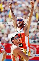 Sandvolleyball, VM Berlin 26/06-05,<br />Marcio Araujo-de Jesus Magalhaes jubler etter å ha vunnet VM for menn i Sandvolleyball, de slo Laciga, Heyer 2-0 i finalen,<br />Foto: Sigbjørn Andreas Hofsmo, Digitalpsort