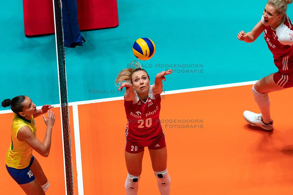 29-05-2019 NED: Volleyball Nations League Poland - Brazil, Apeldoorn<br /> Marlena Plesnierowicz #20 of Poland, Gabriela Braga Guimaraes C #10 of Brazil