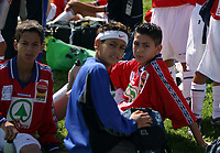 Fotball,25.juli 2004,Norway Cup,Ekebergsletta<br /> <br /> Peace,laget som består av gutter fra Palestinia og Israel i pausa i kampen mot Hauketo 1.<br /> <br /> <br /> Foto:Dagfinn Limoseth,Digitalsport