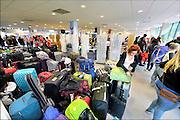 Nederland, Nijmegen, 16-8-2015Inschrijving, aanmelding eerstejaars studenten voor het nieuwe studiejaar en de introductie aan de Radboud Universiteit, RU. De buitenlandse studenten (foto) moeten zich in een aparte hoek melden. buitenland, buitenlanders,onderwijsprogramma,uitwisseling,onderwijsuitwisseling,In de komende week kunnen de studenten kennismaken met hun studiegenoten, sportverenigingen, studentenverenigingen en de stad.FOTO: FLIP FRANSSEN/ HOLLANDSE HOOGTE