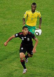 11.06.2010, Soccer City Stadium, Johannesburg, RSA, FIFA WM 2010, Südafrika vs Mexico im Bild Teko Modise (South Africa) e Carlos Salcido (Mexico), EXPA Pictures © 2010, PhotoCredit: EXPA/ InsideFoto/ G. Perottino, ATTENTION! FOR AUSTRIA AND SLOVENIA ONLY!!! / SPORTIDA PHOTO AGENCY