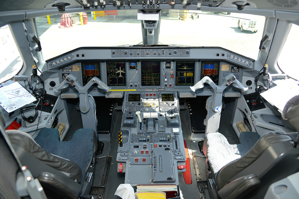 Air Canada Embraer 190 cockpit