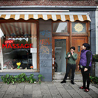 Nederland, Amsterdam , 4 november 2010..Chinese massagesalon Tian Tian op de Weteringschans..Het blijkt dat een aantal van deze massagesalons verkapte bordelen zijn met z.g. Happy endings..A number of Chinese massage parlors are disguised brothels with his so-called Happy Endings.
