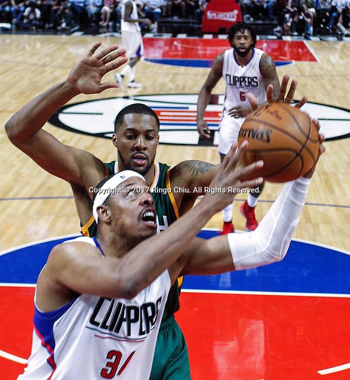 新华社照片,洛杉矶(美国),2017年4月30日<br /> (体育)()篮球——NBA:洛杉矶快船队对阵犹他爵士队<br /> 4月30日。当日,洛杉矶快船队球员保罗 - 皮尔斯(前) 比赛中上篮。当日,在2016-2017赛季NBA季后赛首轮第七场比赛中,洛杉矶快船队主场以91比104不敌犹他爵士队,并以总场数3比4无缘晋级第二轮决赛。新华社发 (赵汉荣摄)<br /> (Photo by Ringo Chiu/PHOTOFORMULA.com)<br /> <br /> Usage Notes: This content is intended for editorial use only. For other uses, additional clearances may be required.