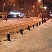 Leidseplein Amsterdam bedolven onder sneeuw.wit, verkeer, overlast, avond, verlichting,