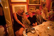 KATE MOSS; LUCIAN FREUD; GWYNETH PALTROW, Dinner hosted by Elizabeth Saltzman for Mario Testino and Kate Moss. Mark's Club. London. 5 June 2010. -DO NOT ARCHIVE-© Copyright Photograph by Dafydd Jones. 248 Clapham Rd. London SW9 0PZ. Tel 0207 820 0771. www.dafjones.com.