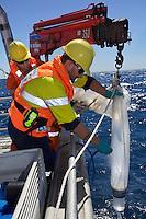 25/Enero/2013. Australia. Perth.<br /> Científicos del CSIRO, Organización de la Investigación Científica e Industrial de la Commonwealth, toman muestras de agua en la bahía de Perth.<br /> <br /> © JOAN COSTA