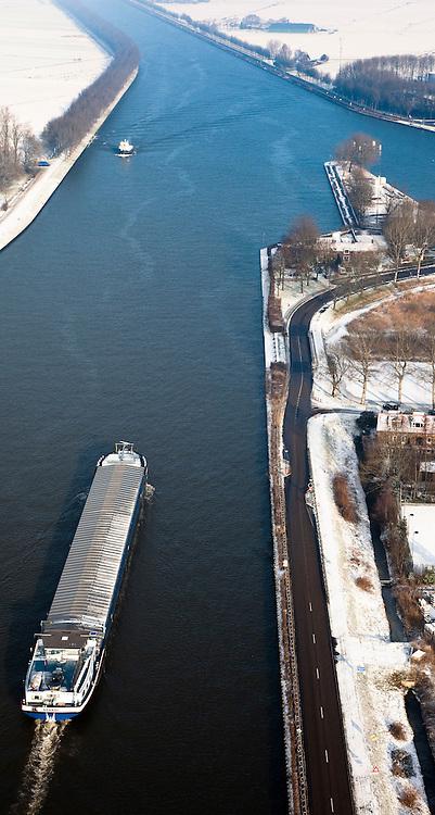Nederland, Noord-Holland, Nigtevecht, 07-01-2010; binnenvaartschip op Amsterdam-Rijnkanaal, rechts het water van de Vecht.luchtfoto (toeslag), aerial photo (additional fee required).foto/photo Siebe Swart