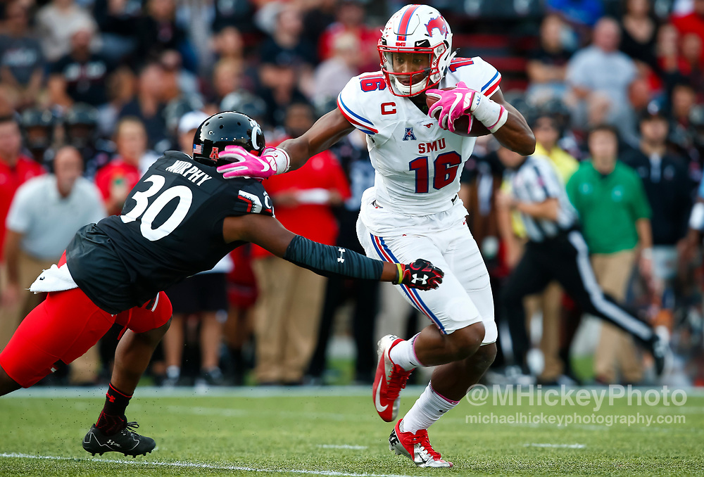 CINCINNATI, OH - OCTOBER 21: Courtland Sutton #16 of the Southern Methodist Mustangs runs the ball after a reception during the game against the Cincinnati Bearcats at Nippert Stadium on October 21, 2017 in Cincinnati, Ohio. (Photo by Michael Hickey/Getty Images) *** Local Caption *** Courtland Sutton