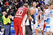 DESCRIZIONE : Campionato 2014/15 Serie A Beko Dinamo Banco di Sardegna Sassari - Giorgio Tesi Group Pistoia<br /> GIOCATORE : Tony Easley Stefano Sardara<br /> CATEGORIA : Post Game Postgame Fair Play<br /> EVENTO : LegaBasket Serie A Beko 2014/2015 <br /> GARA : Dinamo Banco di Sardegna Sassari - Giorgio Tesi Group Pistoia<br /> DATA : 01/02/2015 <br /> SPORT : Pallacanestro <br /> AUTORE : Agenzia Ciamillo-Castoria/C.Atzori <br /> Galleria : LegaBasket Serie A Beko 2014/2015