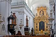 Bazylika Świętego Krzyża - wnętrze, Warszawa, Polska<br /> Holy Cross Church - interior, Warsaw, Poland