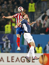 12.05.2010, Hamburg Arena, Hamburg, GER, UEFA Europa League Finale, Atletico Madrid vs Fulham FC im Bild.Atletico de Madrid's Alvaro Dominguez against Fulham's Clint Dempsey. EXPA Pictures © 2010, PhotoCredit: EXPA/ nph/  Alvaro Hernandez / SPORTIDA PHOTO AGENCY