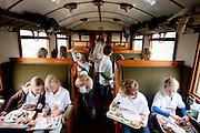 In de tot Ontbijttrein omgetoverde historische trein 'De Blokkendoos' ontbijten 9 sporters met ongeveer 100 basisschoolleerlingen in het kader van het Nationale Schoolontbijt. De topsporters zijn verbonden aan Right to Play, een van de goede doelen van het Nationale Schoolontbijt. Het is voor de achtste keer dat het speciale ontbijt georganiseerd wordt. Doel is aandacht te krijgen voor het nut van een goed ontbijt.<br /> <br /> An old train is for one day a special Breakfasttrain. In the train 100 schoolchildren are having breakfast with nine sportsmen as part of the National School Breakfast week. Goal of the week is to letting people know how important a breakfast is.