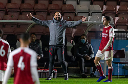 LONDON, ENGLAND - Friday, October 30, 2020: Liverpool's Under-23 coach Barry Lewtas during the Premier League 2 Division 1 match between Arsenal FC Under-23's and Liverpool FC Under-23's at Meadow Park. Liverpool won 1-0. (Pic by David Rawcliffe/Propaganda)