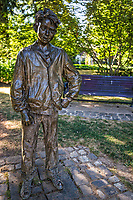 Statue of Henry Huggins (from Beverly Cleary children's novels), Grant Park
