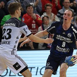 Flensburg, 08.02.17, Sport, Handball, DKB Handball Bundesliga, Saison 2016/2017, SG Flensburg-Handewitt - THW Kiel : Holger Glandorf (SG Flensburg-Handewitt, #09), Rune Dahmke (THW Kiel, #23) beim Spiel in der Handball Bundesliga, SG Flensburg-Handewitt - THW Kiel.<br /> <br /> Foto © PIX-Sportfotos *** Foto ist honorarpflichtig! *** Auf Anfrage in hoeherer Qualitaet/Aufloesung. Belegexemplar erbeten. Veroeffentlichung ausschliesslich fuer journalistisch-publizistische Zwecke. For editorial use only.