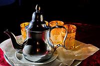 Maroc, Haut-Atlas, vallée du Draa, Agdz, souk du jeudi, vendeur de thé // Morocco, High Atlas, Draa valley, Agdz, Thursday souk, tea shop