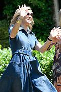 Zomerfotosessie 2018 bij Villa de Eikenhorst in Wassenaar<br /> <br /> Summer photo session 2018 at Villa de Eikenhorst in Wassenaar<br /> <br /> Op de foto / On the photo:  Koningin Maxima /  Queen Maxima