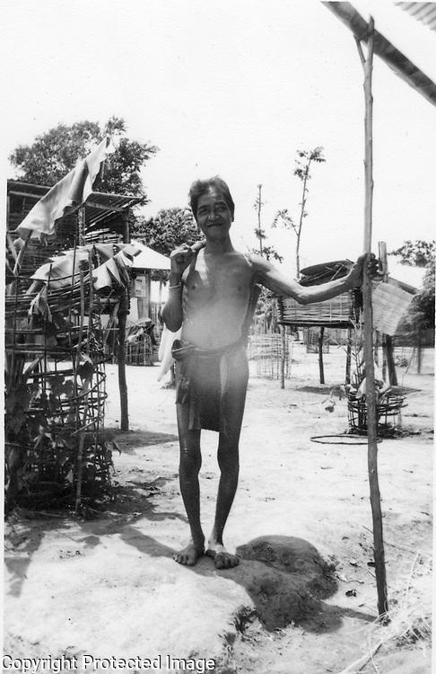 Montagnard elder. Haubon (Cheo Reo) VN Dig that crazy clout