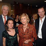 NLD/Amsterdam/20070318 - Modeshow Paul Schulten zomer 2007, Marc Schröder en partner en zijn ouders Martin Schröder en partner Tineke Nipshagen