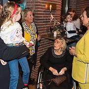 NLD/Berkel en Rodernrijs/20190311 - Boekpresentatie Dunya, een Hemels Hondenleven van Monique Westenberg, haar moeder, zoon Dre Hazes en oma Corrie
