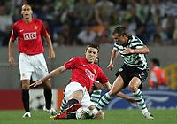 Photo: Paul Thomas.<br /> Sporting Lisbon v Manchester United. UEFA Champions League Group F. 19/09/2007.<br /> <br /> Michael Carrick of Utd battles with Marat Izmailov (R).