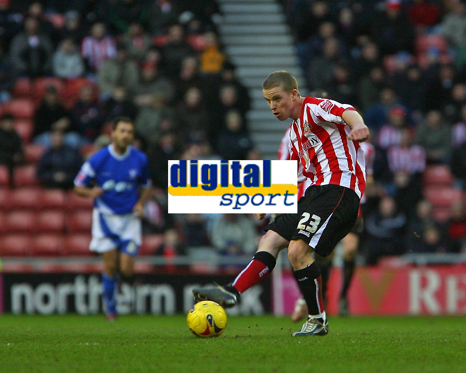 Photo: Andrew Unwin.<br />Sunderland v Ipswich Town. Coca Cola Championship. 13/01/2007.<br />Sunderland's Grant Leadbitter, who has just signed a new contract for his club, plays the ball upfield.