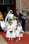 Zijne Hoogheid Prins Floris van Oranje Nassau, van Vollenhoven en mevrouw mr. A.L.A.M. Söhngen zijn zaterdag 22 oktober in de kerk van Naarden in het  huwelijk getreden. De prins is de jongste zoon van Prinses Magriet en Pieter van Vollenhoven.<br /> <br /> Church Wedding Prince Floris and Aimée Söhngen. <br /> <br /> Church Wedding Prince Floris and Aimée Söhngen in Naarden. The Prince is the youngest son of Princess Margriet, Queen Beatrix's sister, and Pieter van Vollenhoven. <br /> <br /> Op de foto / On the photo;<br /> <br /> <br /> <br /> Zijne Hoogheid Prins Floris Frederik Martijn van Oranje-Nassau, Van Vollenhoven en Prinses Aimée Leonie Allegonde Marie Söhngen <br /> <br /> His highness prince Floris Frederik Martijn van Oranje-Nassau, Van Vollenhoven and Pricess Aimée Leonie Allegonde Marie Söhngen