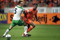 Fotball<br /> Privatlandskamp<br /> Nederland v Irland<br /> Amsterdam Arena<br /> 5. juni 2004<br /> Foto: Digitalsport<br /> NORWAY ONLY<br /> Patrick Kluivert og Andy O`Brien