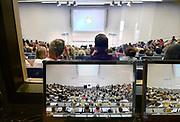 Nederland, Nijmegen, 20-8-2018Eerstejaars studenten aan de Radboud Universiteit krijgen uitleg over hun studie tijdens de introductie in een collegezaal.FOTO: FLIP FRANSSEN