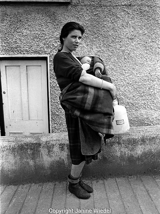 Irish Traveller mother and child in Ireland in the 1970's