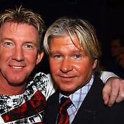 Uitreiking populariteitsprijs 2004, Dario en Dries Roelvink
