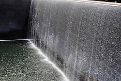 USA, New York  - May 25, 2016.The southern basin of the National September 11 Memorial & Museum  where once rose the twin towers in the sky, there are two large artificial waterfalls, rippling nine meters in depth. (Credit Image: © Sepp Spiegl/Ropi via ZUMA Press)