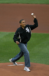 President Barack Obama throws out the first pitch during the Major League Baseball's All-Star game in St. Louis, MO, USA on July 14, 2009. Photo by Laurie Skrivan/St. Louis Post-Dispatch/MCT/ABACAPRESS.COM  | 195353_002 St Louis Etats-Unis United States
