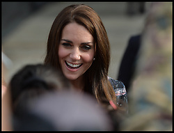 October 14, 2016 - Manchester, England, United Kingdom - Image ©Licensed to i-Images Picture Agency. 14/10/2016. Manchester, United Kingdom. The Duke and Duchess of Cambridge visit Manchester. Prince William, The Duke of Cambridge accompanied by his wife Catherine, The Duchess of Cambridge, speak to members of the public after laying a wreath at the Cenotaph at Manchester Town Hall Picture by Andrew Parsons / i-Images (Credit Image: © Andrew Parsons/i-Images via ZUMA Wire)